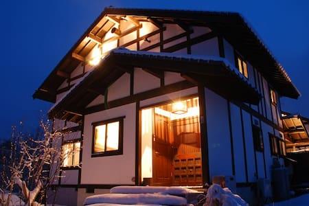 岡山ひるぜん貸別荘ピーターパン「雪あかり むらさき」