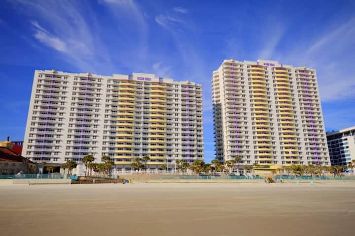 Two Bedroom Deluxe Luxury Condo, Daytona Beach (A622)