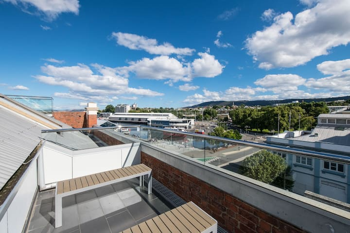 Gibson's Mill 2br Penthouse - balcony with views over Hobart waterfront