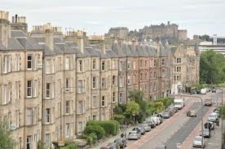 Large 5 bedroom flat in Marchmont, Edinburgh