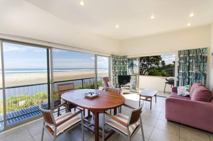 "Ahipara Beachfront ""The Lookouts"" - Ahipara - Serviced apartment"