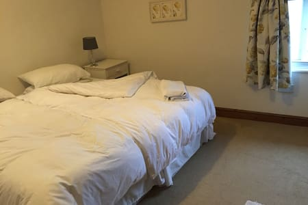 COZY CHARACTER COTTAGE room to let. - Melbourne