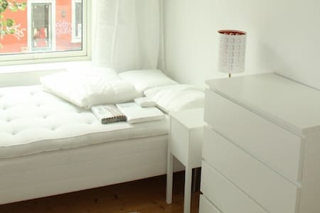 Central and very nice room in Oslo - Grünerløkka - Oslo