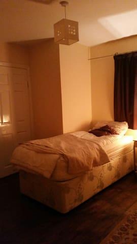 Cozy room with ensuite - Dublin 5 - Casa
