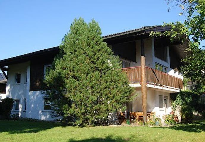 2-Zi-Wohnung mit Terrasse/ Chiemsee - Chieming - Apartamento