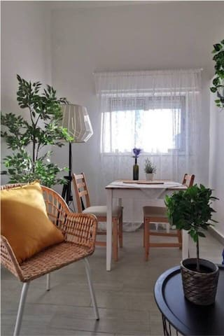 Jabal al weibdeh Comfy | clean | bright apartment