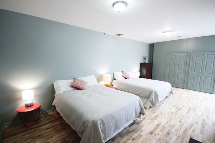 Spacious flat in Downtown Montreal suite 303