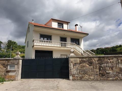 Casa en Pontenafonso con vistas al río Tambre.