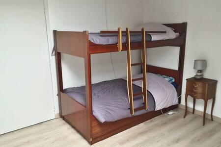 chambre lits superposés d'une personne