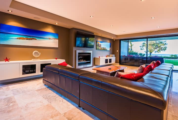 Luxurious Modern Beachfront House