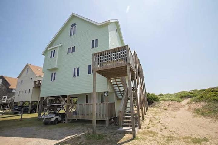Large Oceanfront with hot tub and beautiful view!