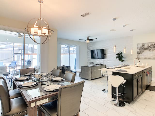 SPECIAL OFFER! - DI LUSSO - Gorgeous New Condo (5 Min Disney and Outlets) at Storey Lake Resort