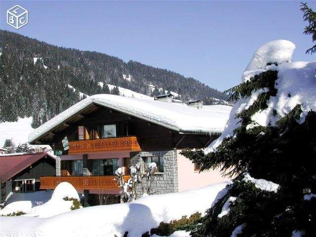 Aprt. Holiday 1 - Large 5 bedroom aprt. for 10 people in calm area, near center and ski lifts