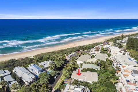Aerial picture of complex, opposite beautiful Sunshine Beach and beach access across the road!