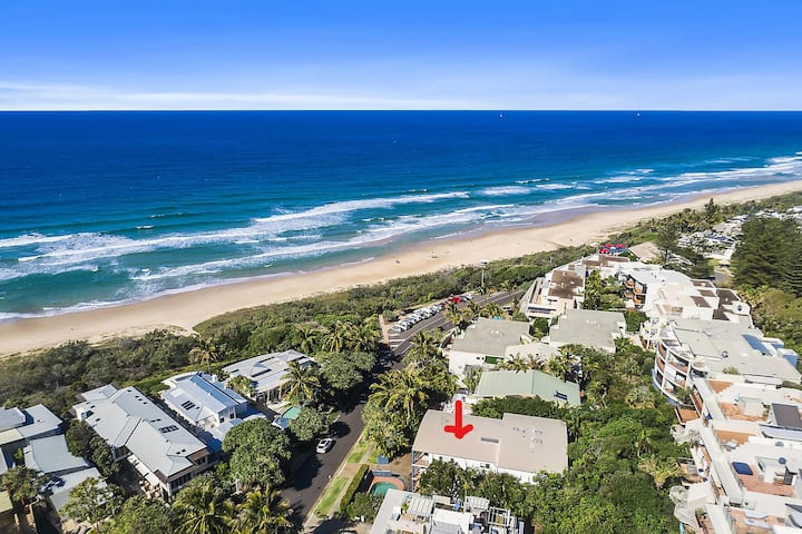 SUNSHINE BEACH-1 Brm Apt. Ocean View. Opp. Beach!