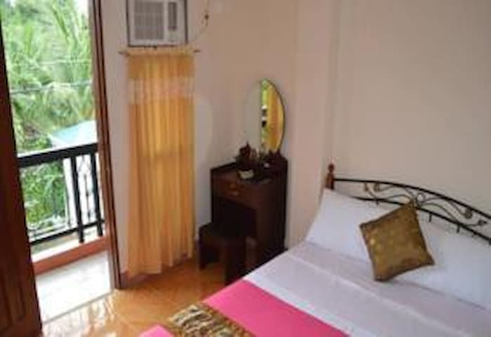 Double Bed Room with Balcony - Talisay City - Квартира