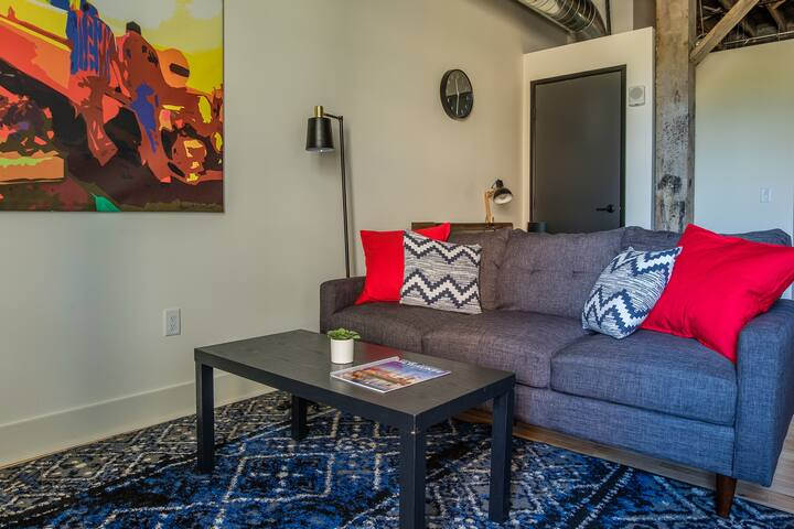 Cozy 2BR with Historic Charm