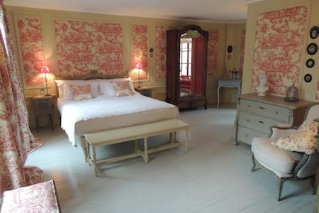Hôtel de Guerpel - Chambre Rouge - Exmes