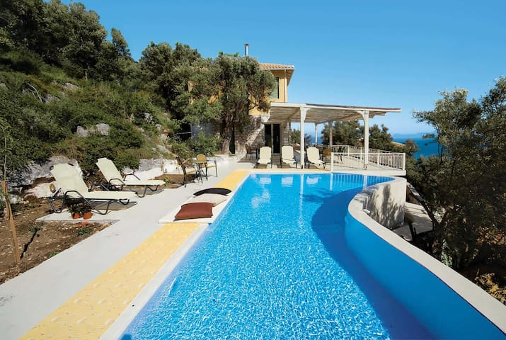 3 bedroom Villa sleeps 6 in Syvota