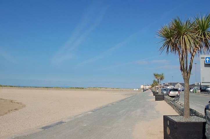 Mor Iwerddon, Spacious 4 Bed, Holiday Home - Barmouth - Adosado
