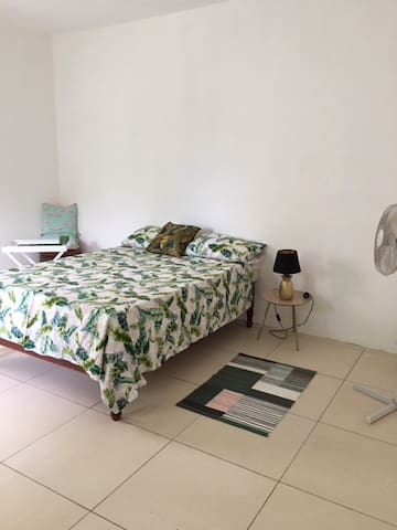 Large double room in quiet, clean, modern villa