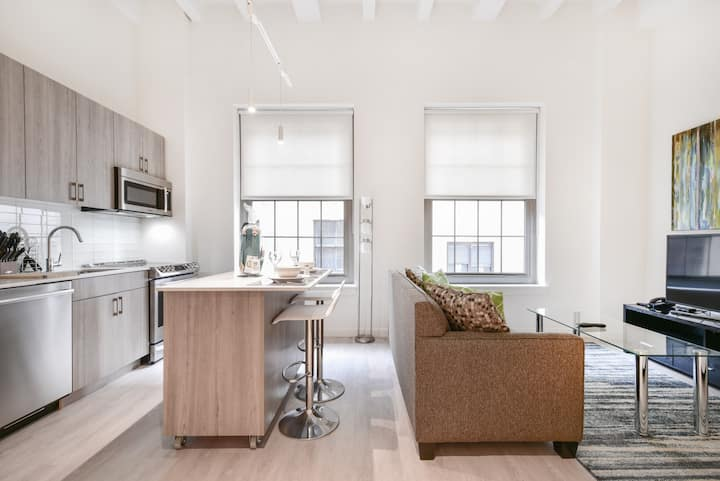 Bright Studio | Full Kitchen | Desk| Downtown |GLS