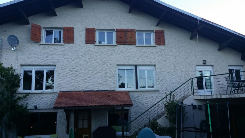 Great home 5 mins from CERN and 20 mins to UN area