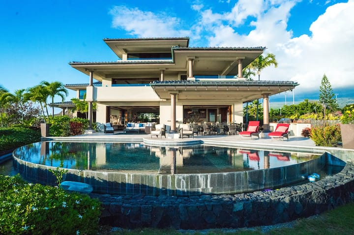 LUXURY OCEAN FRONT 5 BEDROOM HOME IN HEART OF KONA