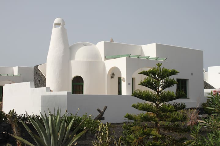 2 bed villa & on site pool, Playa Blanca Lanzarote - Montaña Roja - Butik otel