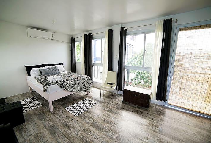 2BR Deluxe Apartment near Robinsons Ilocos