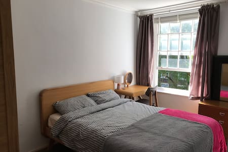 Central London flat; King size bed!