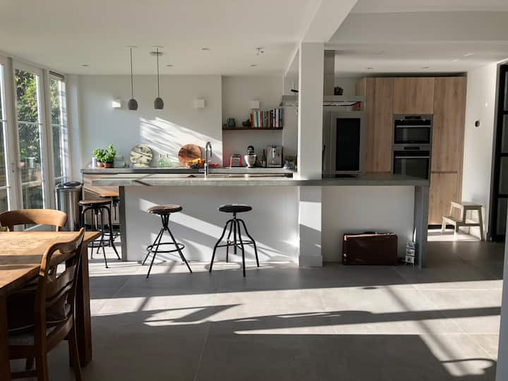 Lovely, modern, spacious house in quiet suburb.