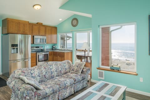 The Lookout - Oceanfront, balcony, kitchen.