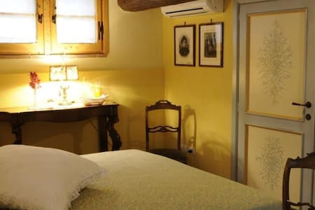 Romantica Camera Gialla - Mantignana - Bed & Breakfast