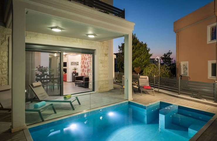 Beautiful Pool Villa for relaxing Family Holidays