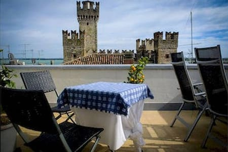 Top 20 b b et chambres d 39 h tes sirmione airbnb for Meuble adriana sirmione