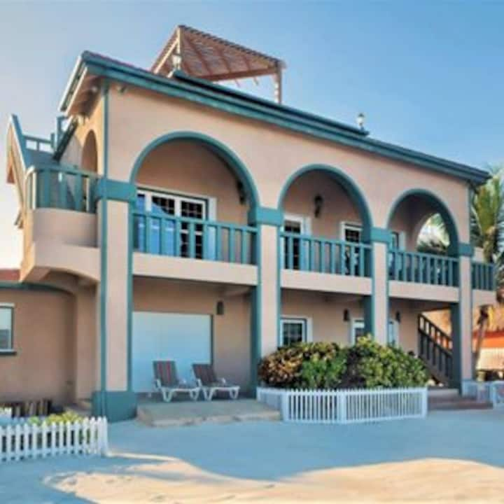 3BR Beachfront Home with Rooftop Pool, Full Staff