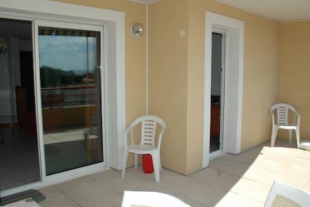 appartement t2 + 15 m2 dterrasse