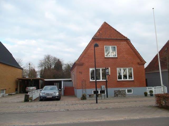 Meget centralt i rolige omgivelser - Padborg - Haus