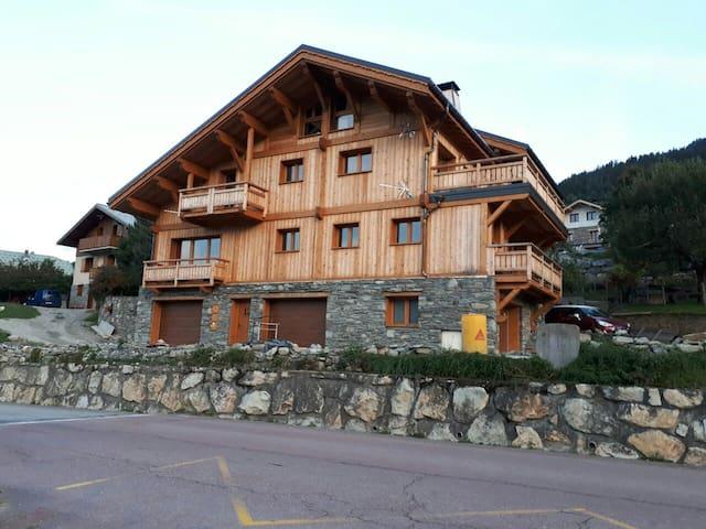 Chalet montagnard 1 appartement duplex, terrasse.