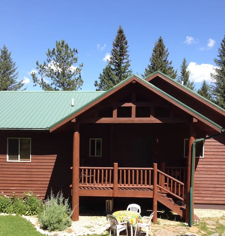 Shady Grove, A Gorgeous Cabin in The Black Hills