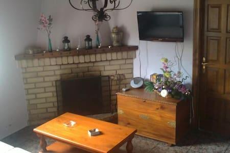 Casa adosada de alquiler integro - Santa Agadea - Huis