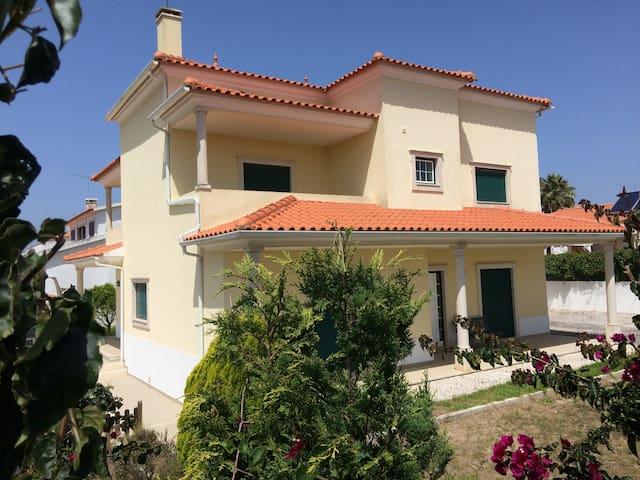 spacious villa 15 mins from the beach! - Caldas da Rainha - Villa