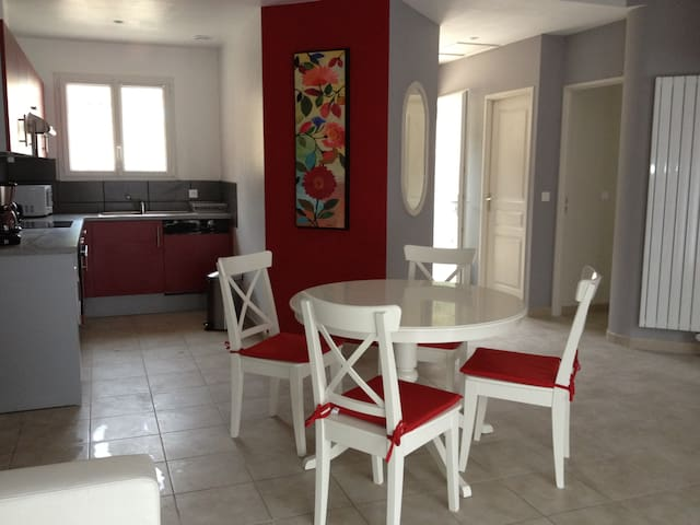 FRAMBOISE, logement de plain pied - Pierrelongue - Dům