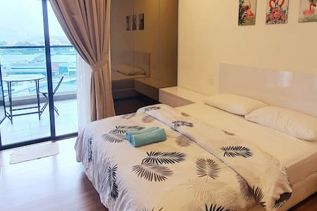⚡Modern Suite with Balcony: FREE Wifi ;Parking⚡