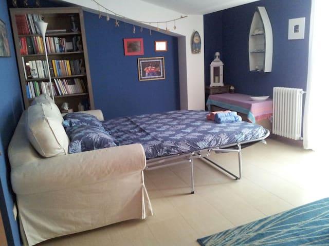Stanza in accogliente mansarda - Brolo - Apartment