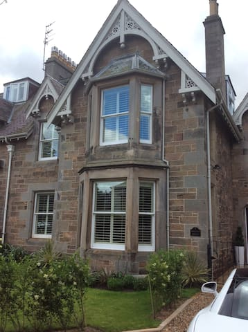 Spacious  double in Georgian House - North Berwick