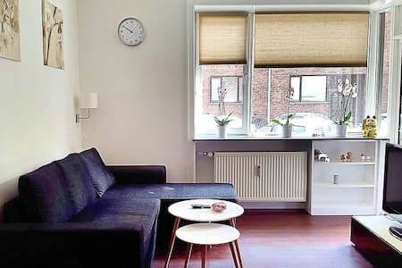 """A Home away from Home. The apartment is 82m2 located right in the city centre of Copenhagen """"Fredriksberg"""",  4 min Fredriksberg center and 10min The King's Garden and """"strøget"""" with the shops, bars, restaurant is located when you walk out the door"""