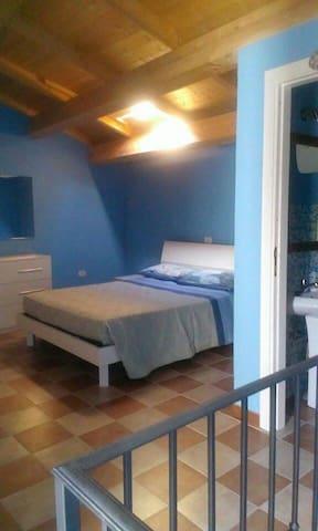 Bilocale blu a tocco - Tocco Da Casauria Pescara - House