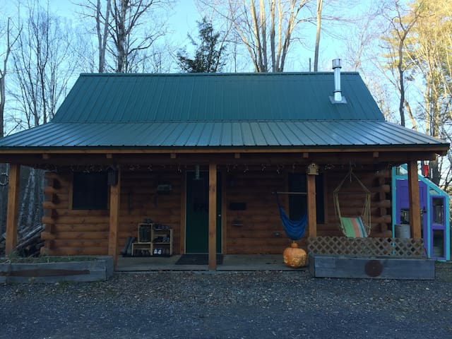 Cozy Log Cabin on 30 acres - Middlesex - House